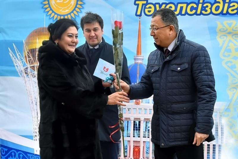 90 семей получили ключи от новых служебных квартир в Шымкенте