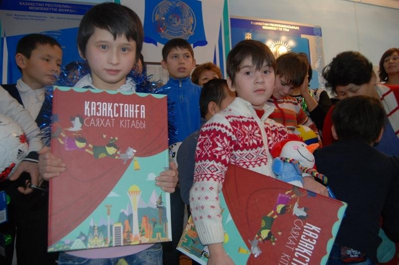 Подарки от Назарбаева доставили воспитанникам школы-интерната Атырауской области