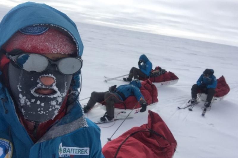 Казахстанцам шлют новогодние поздравления с Южного полюса