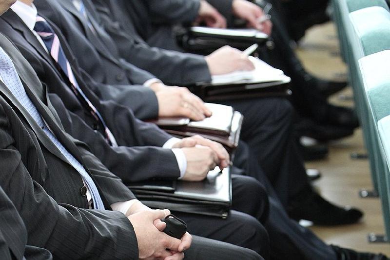 Госслужащих Казахстана защитят от предвзятости во время аттестации