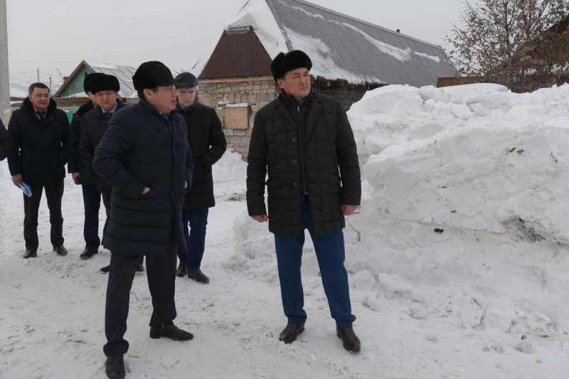 Қала басшысы Павлодар аулаларын бір аптаның ішінде қардан тазалауға уәде берді