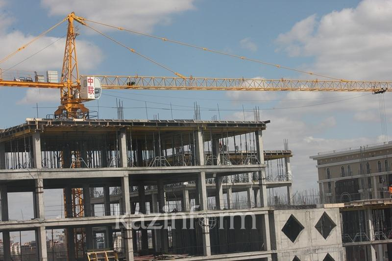 220 молодых семей Атырау получат квартиры в 2017 году