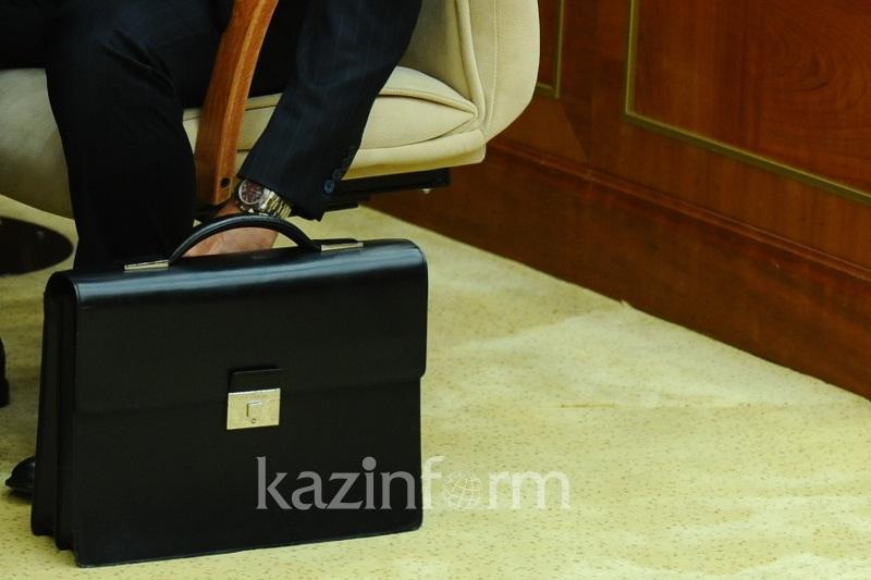 Непристойное фото госслужащих выявляют в соцсетях в Казахстане