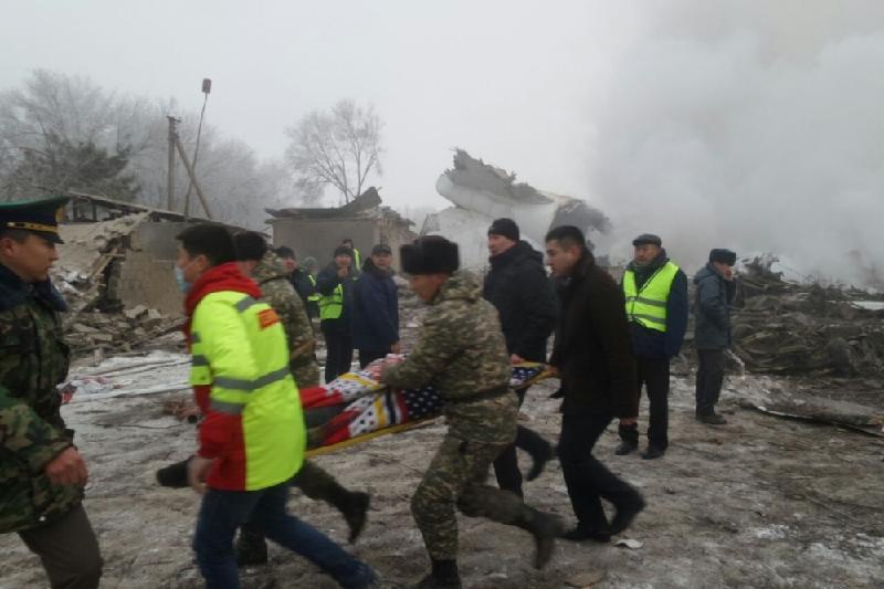 Выживший при авиакрушении под Бишкеком пилот скончался по дороге в больницу