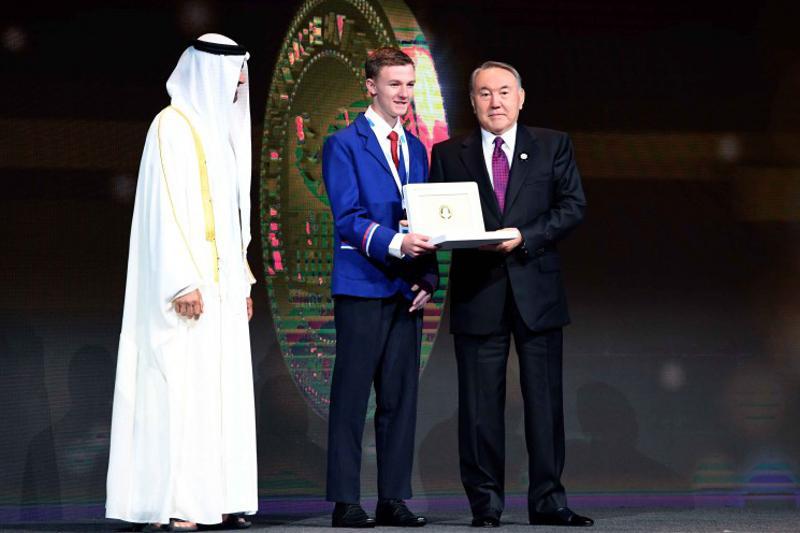 Наследный принц Абу-Даби и Президент РК вручили школьникам премии шейха Зайеда