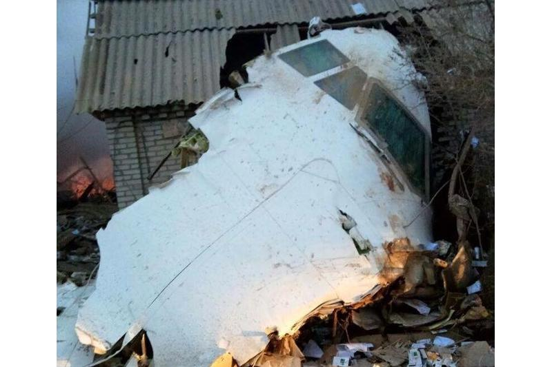 Новых жертв на месте крушения самолета под Бишкеком не обнаружено