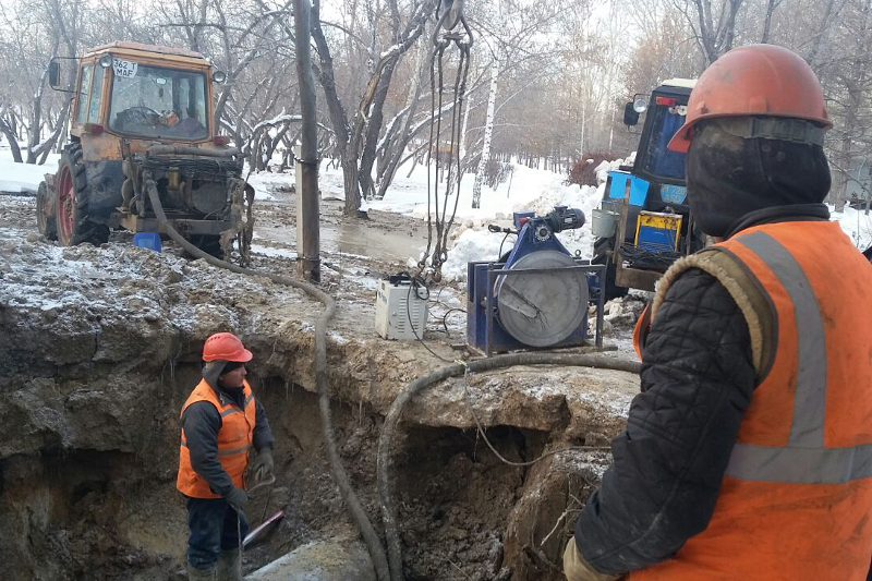 Более 20 часов ликвидировали аварию на водоводе в Караганде