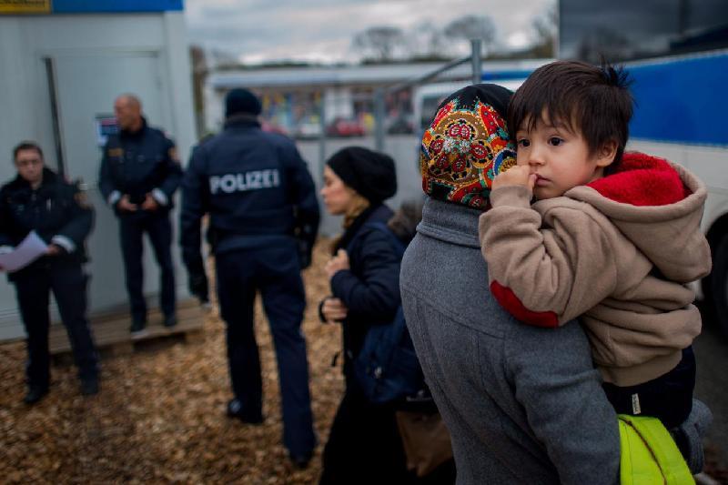 Мигранты  и беженцы становятся легкой добычей для торговцев людьми - эксперт