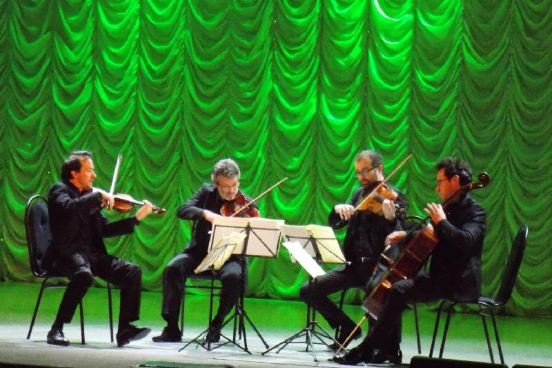 Музыканты из Франции сыграли для пациентов карагандинской клиники