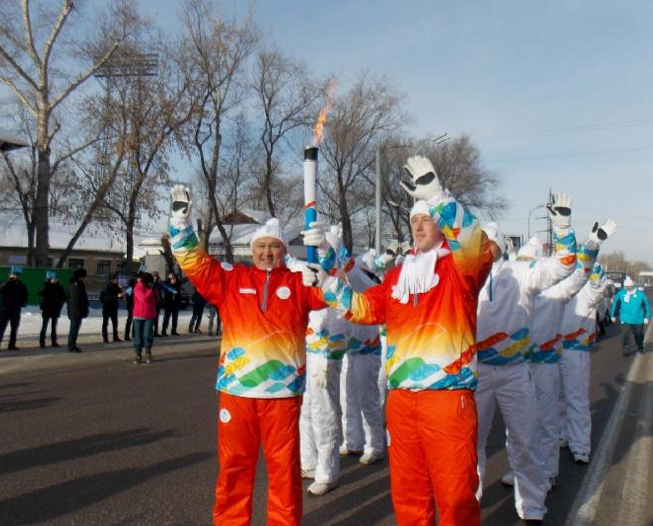 С факелом Универсиады пробежал 200-метровку аким Карагандинской области