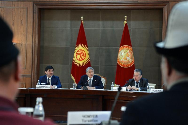 Атамбаев помолился за жертв бишкекской авиакатастрофы