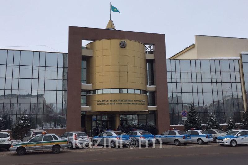 Скопление полицейских возле здания Нацбанка объяснили в ДВД