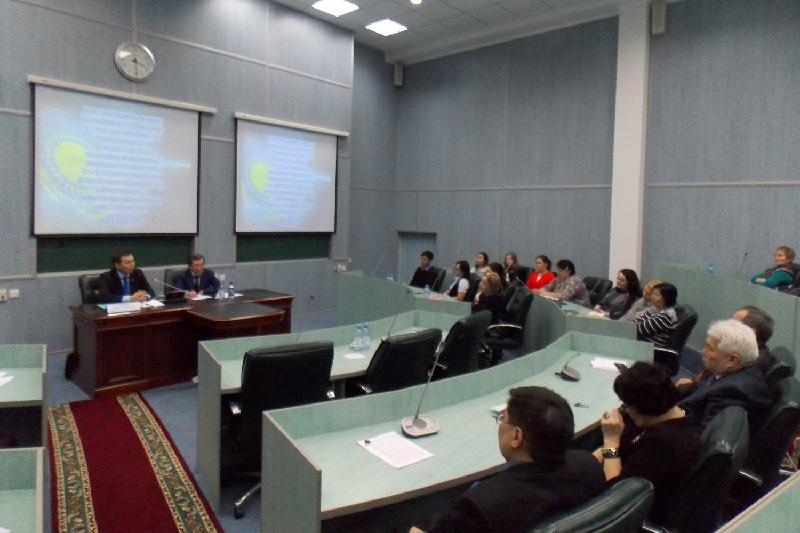 О лихих 90-х рассказал карагандинским студентам мажилисмен Абдиров