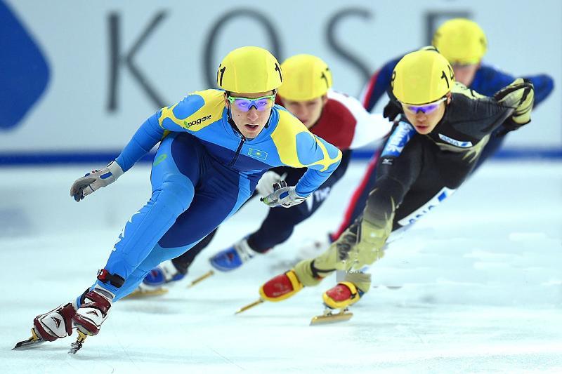 丹尼斯获得短道速滑1000米铜牌