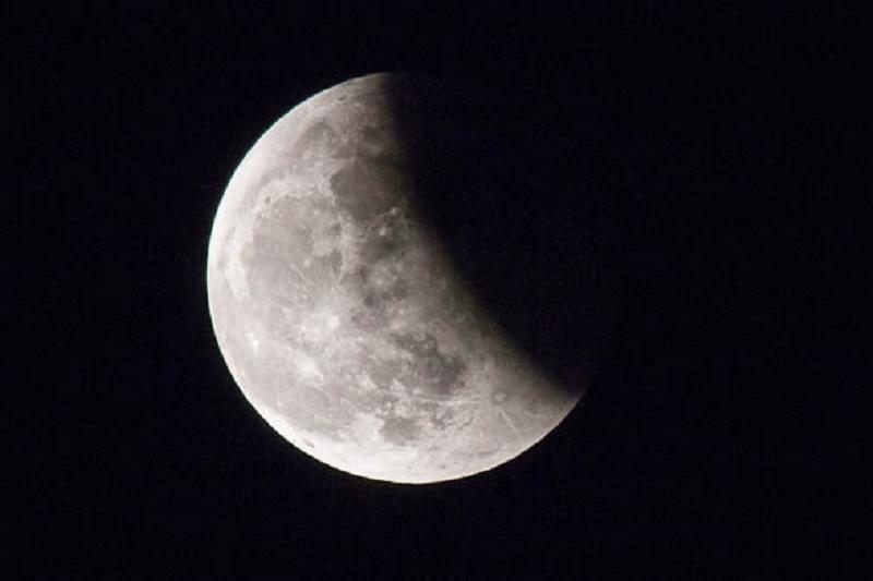 哈萨克斯坦人今年夏天可观赏到月全食现象