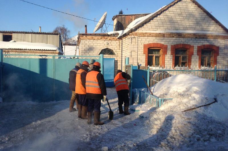 Подтопленные после порыва дома в Павлодаре приводят в порядок
