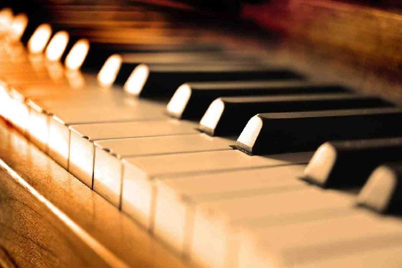 Сибирь покорил игрой на фортепиано студент из Павлодара