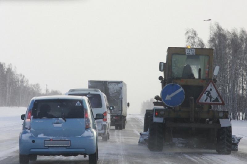 В семи областях Казахстана закрыли трассы