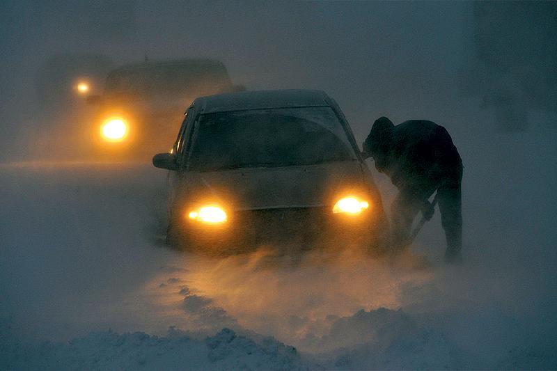 Около 50 машин застряли из-за бурана в Павлодарской области