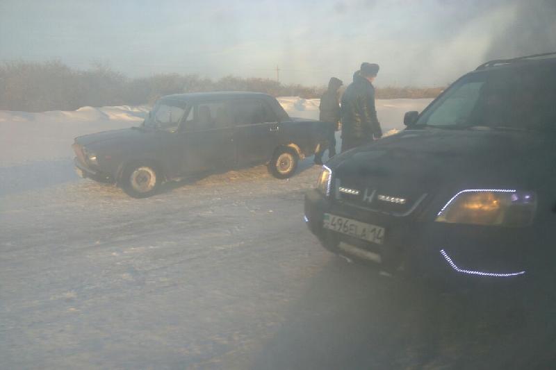Десятки машин застряли в снежном плену на трассах Павлодарской области