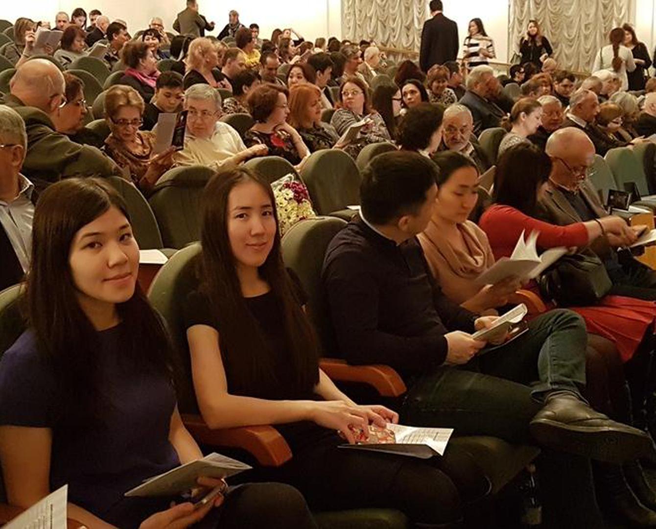Драмтеатр Атырау поставил в Москве пьесу на казахском языке