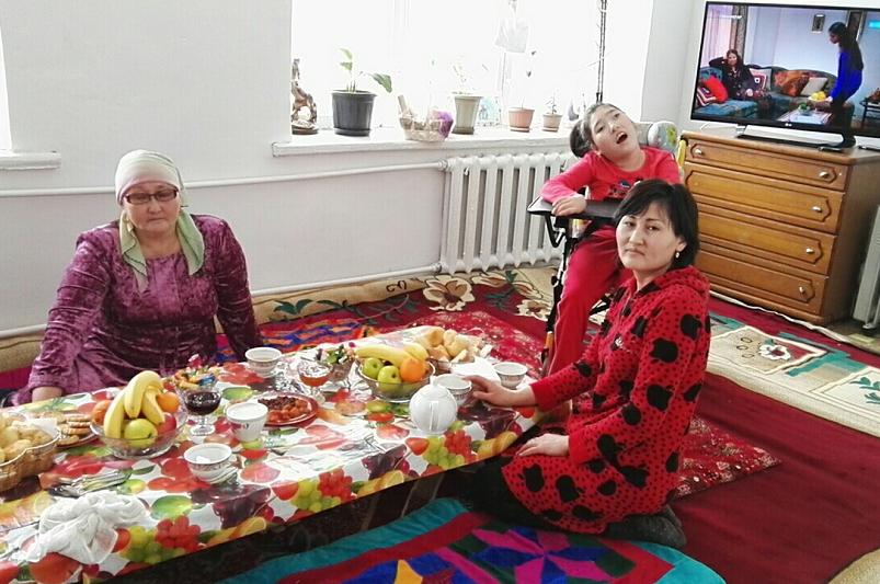 Сапарбаев мүгедек баласы бар жалғызбасты анаға уақытша баспана берді
