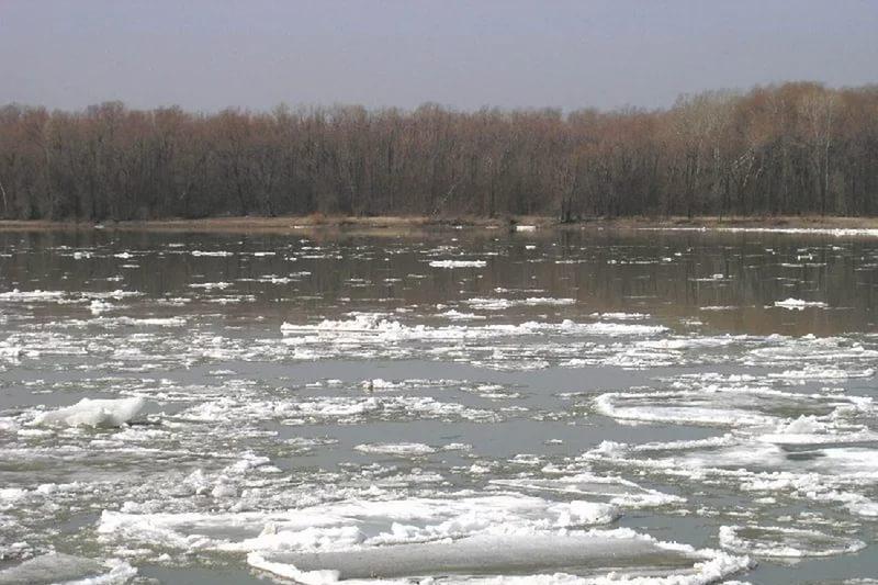 Во избежание подтопления в Павлодарской области уложили трубы через дорогу