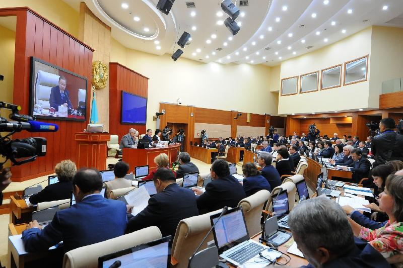 Нығматулин депутат Сәпиевке: Мәжіліс шаршы алаң емес
