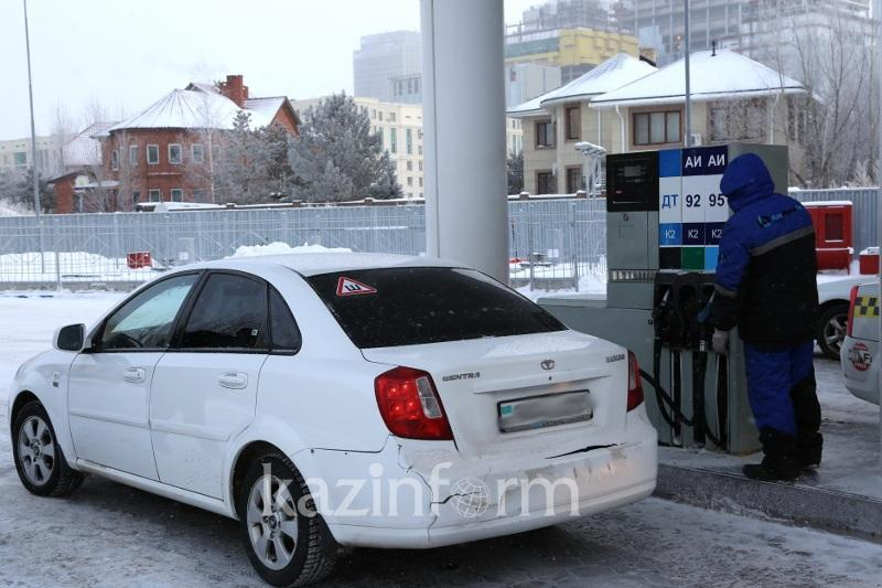 Бензин вновь подорожал на заправках Казахстана