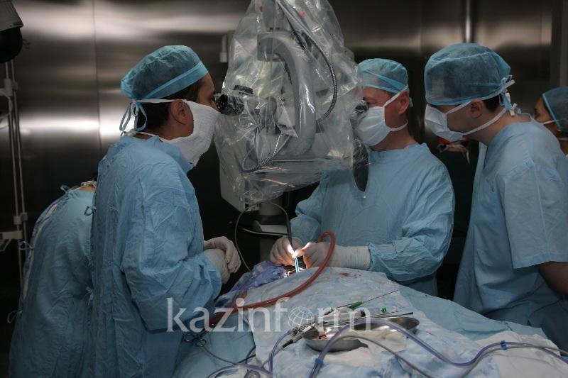 Уникальную операцию на щитовидной железе провели в Павлодарской области