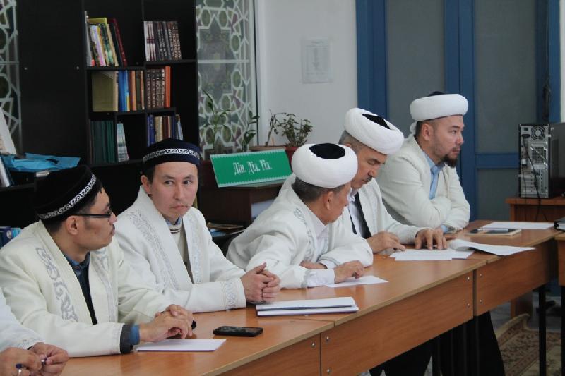 Имамы Павлодарской области призвали верующих отказаться от расточительства