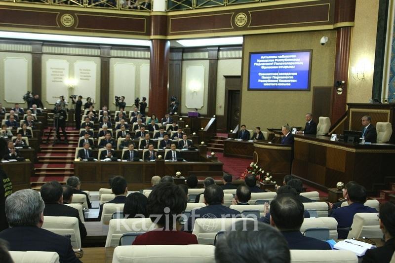 纳扎尔巴耶夫:宪法改革旨在促进社会民主化进程