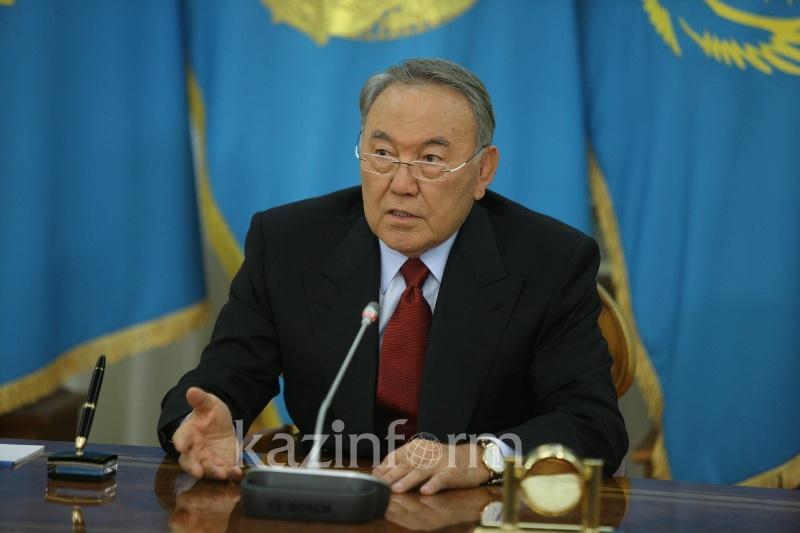 纳扎尔巴耶夫向宪法委员会提交宪法修正案