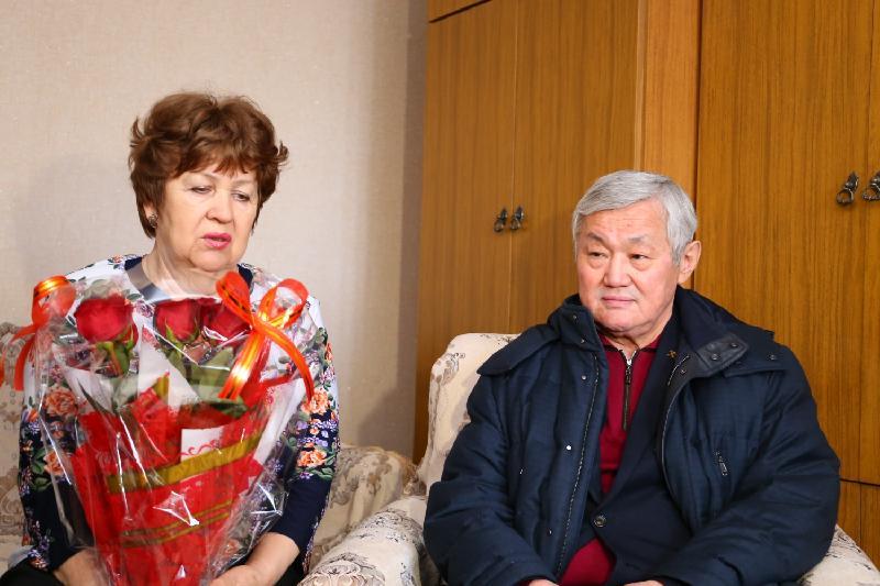 Сапарбаев маусымдағы лаңкестік оқиға кезінде қаза болған азаматтардың анасы мен жұбайын құттықтады