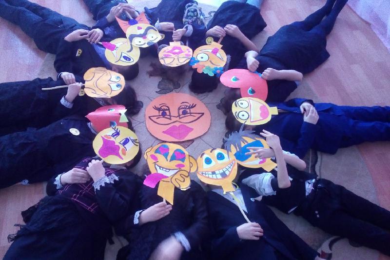 «Улыбчивое» селфи размещают в соцсетях школьники Северного Казахстана