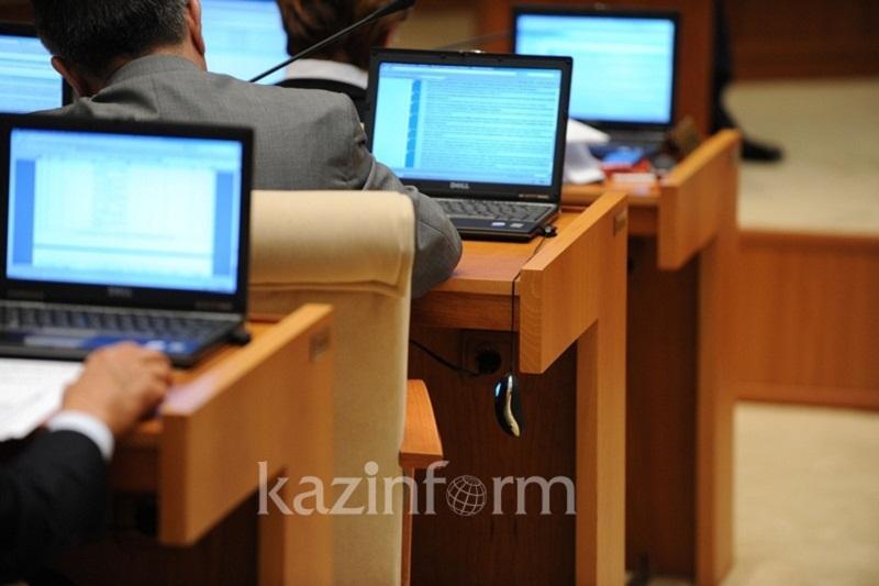 Первые результаты аттестации госслужащих стали известны в Восточном Казахстане