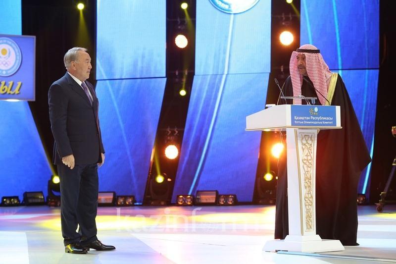 Назарбаев Ұлттық Олимпиада комитеттері Халықаралық қауымдастығының президентін марапаттады