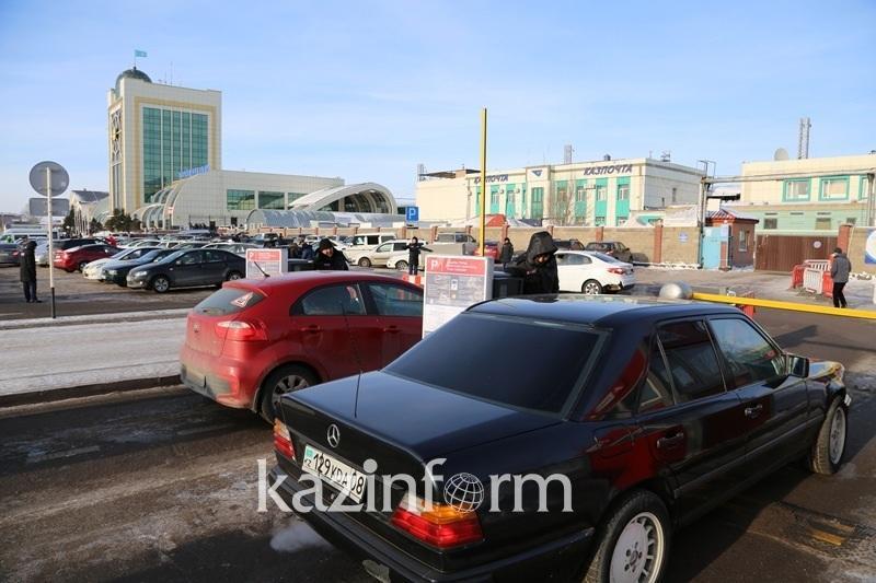 Парковка на вокзале Астаны до 26 марта стала бесплатной
