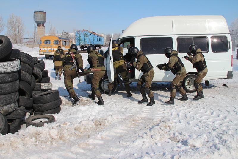 «Захватом» автобуса с преступниками отметил СОБР именины в Павлодаре