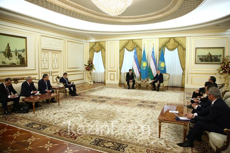 Mirziyoyev invites Nazarbayev to visit Uzbekistan