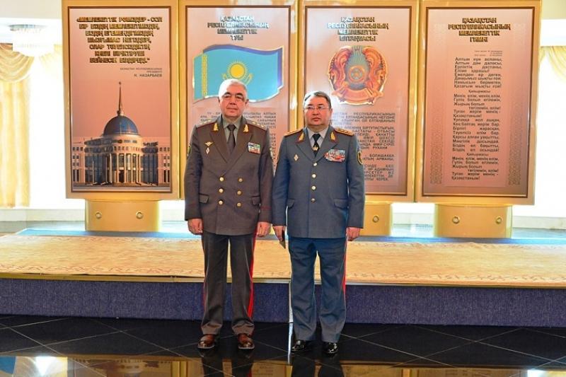 ҚР Қорғаныс министрі Өзбекстан қорғаныс ведомствосының басшысымен кездесті