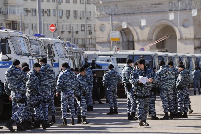 莫斯科举行未经批准的游行 约500人被拘留