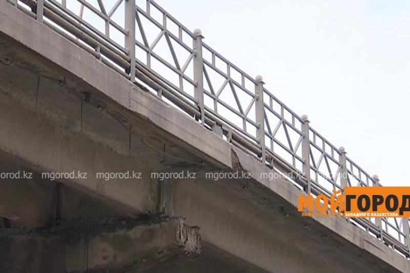 Дефекты обнаружили у моста в Уральске