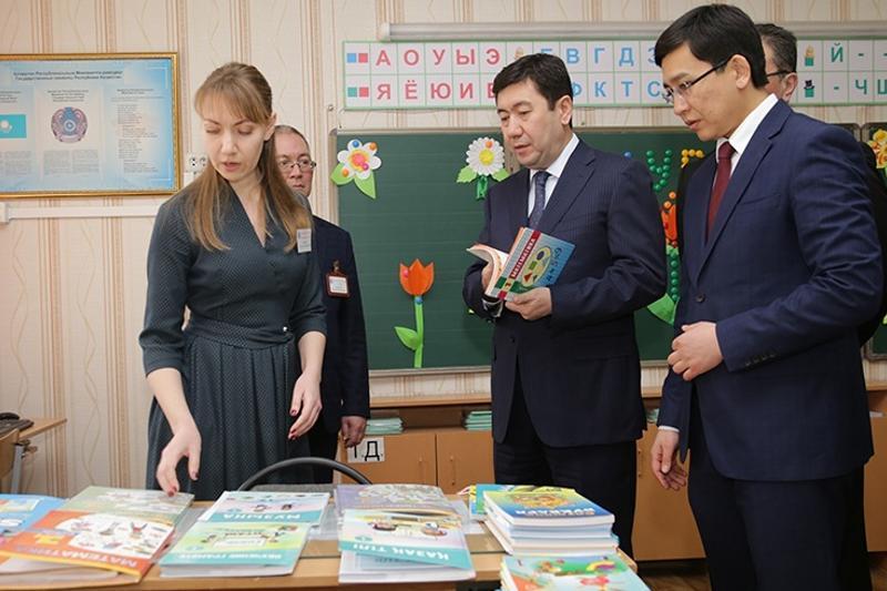 Карагандинские учителя рассказали о своих проблемах акиму области