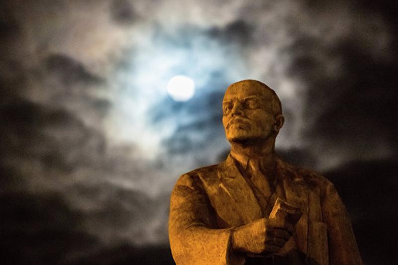 Украинада Лениннің ескерткіші 10 мың долларға сатылды