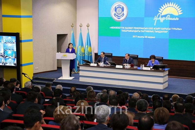 Более 6 тыс госслужащих повышены в должности после нового закона - Кул-Мухаммед