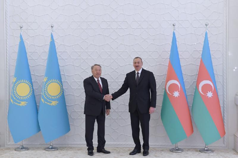 Нурсултан Назарбаев пригласил Ильхама Алиева в Казахстан