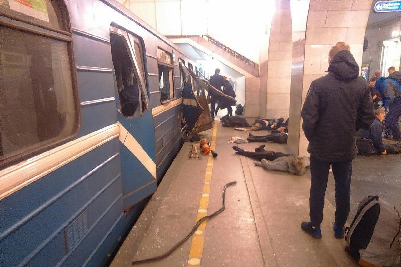 10 человек погибли при взрывах в петербургском метро