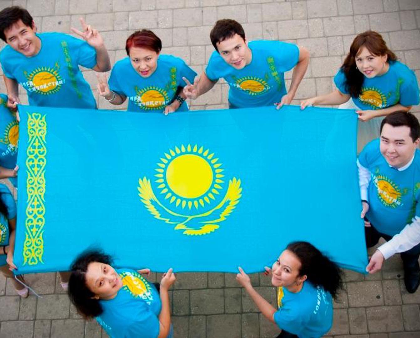 Власти подсчитали число владеющих тремя языками казахстанцев