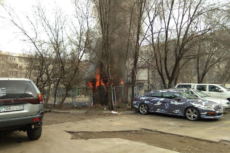В Алматы возле Арбата произошел пожар
